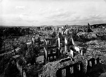 Nordhausen nach dem Bombenangriff am 03. / 04. April 1945